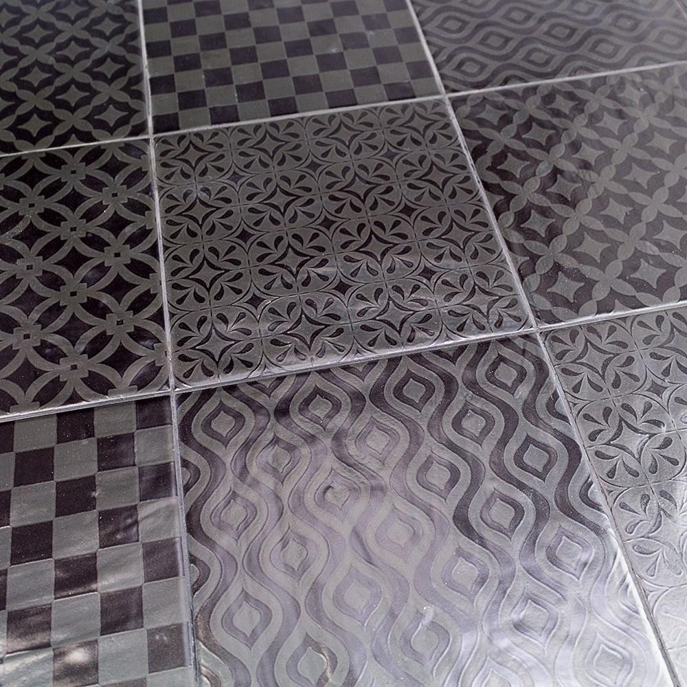 Glass tile backsplash no grout